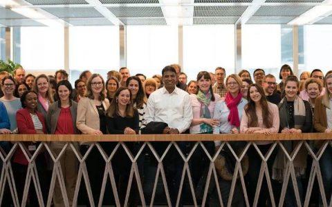 热烈祝贺诺华新任CEO Vas Narasimhan医学博士履新!
