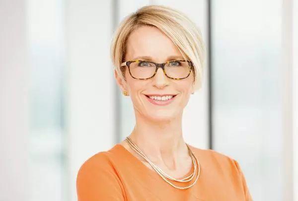 跨国大药企的首位女性CEO因缺乏经验而薪酬偏低,不敌北上广一套房