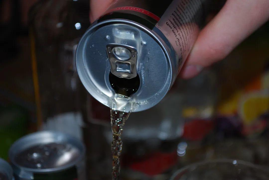 无糖功能饮料比奶茶、可乐更健康?这两项研究告诉你答案